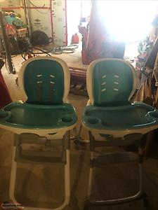 Set of convertible high chairs