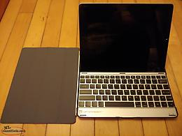 IPad 32GB w/Keyboard and Case