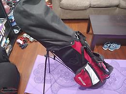 Brand new Dunlop golf bag and accessories
