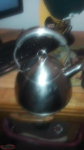 professional quality 'culinary essentials' kettle 2.5 q Excellent Condition with