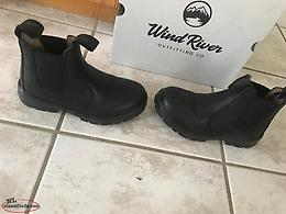 Windriver boots size 5 in men's ladies size 7